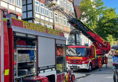 Gemeldeter Zimmerbrand mit Menschenleben in Gefahr