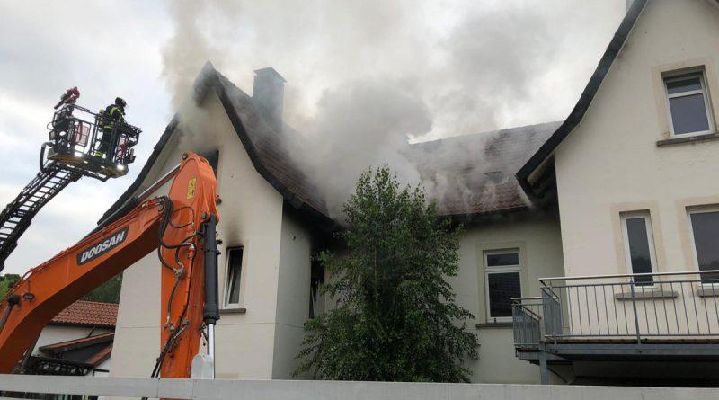 Feuer MiG – Schwarzer Rauch aus mehreren Fenstern